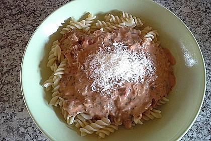 Nudeln in leichter, sämiger Thunfisch-Tomaten-Käse Sauce 86
