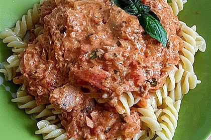Nudeln in leichter, sämiger Thunfisch-Tomaten-Käse Sauce 32