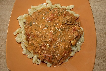 Nudeln in leichter, sämiger Thunfisch-Tomaten-Käse Sauce 67