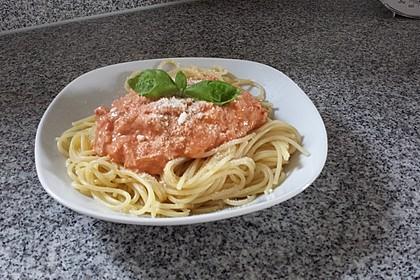 Nudeln in leichter, sämiger Thunfisch-Tomaten-Käse Sauce 100