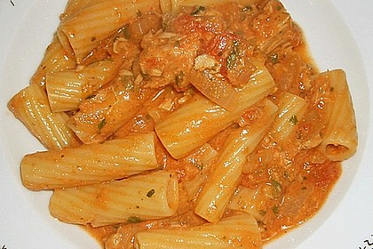 Nudeln in leichter, sämiger Thunfisch-Tomaten-Käse Sauce 27
