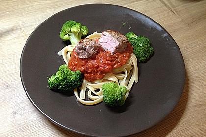 Schweinemedallions mit Tagliatelle an Tomatensoße