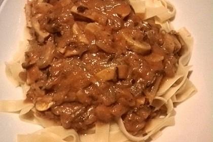 Pasta mit Zucchini - Champignon - Tomatensoße (Bild)