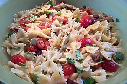Schneller Party - Nudelsalat mit Tomate und Mozzarella 1