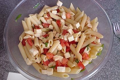 Schneller Party - Nudelsalat mit Tomate und Mozzarella 7
