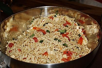 Schneller Party - Nudelsalat mit Tomate und Mozzarella 6