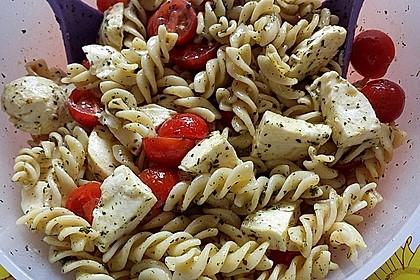 Schneller Party - Nudelsalat mit Tomate und Mozzarella 2