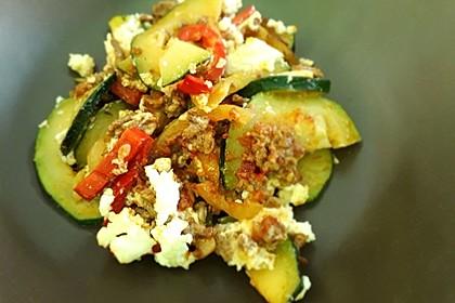 Zucchini - Hackfleisch - Auflauf mit Feta 15
