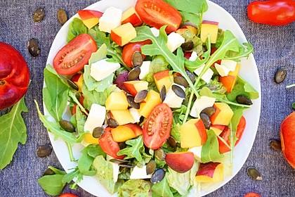 Nektarinen - Tomaten - Salat mit Kürbiskernpesto 3