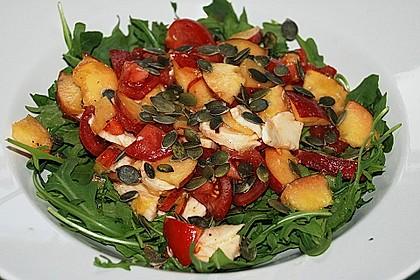 Nektarinen - Tomaten - Salat mit Kürbiskernpesto 1