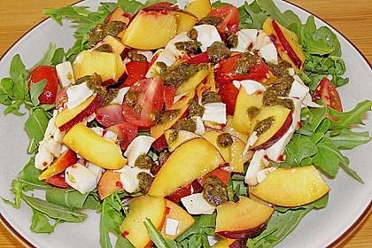 Nektarinen - Tomaten - Salat mit Kürbiskernpesto 2