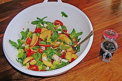 Nektarinen - Tomaten - Salat mit Kürbiskernpesto 6