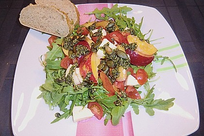 Nektarinen - Tomaten - Salat mit Kürbiskernpesto 7