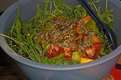 Nektarinen - Tomaten - Salat mit Kürbiskernpesto 8