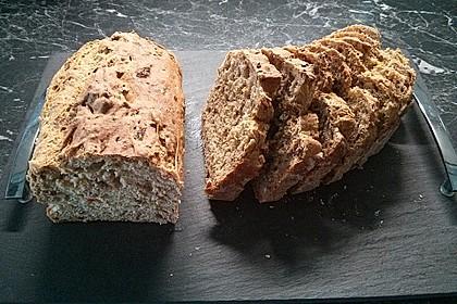 Chrissis Tomaten - Zwiebel - Brot mit Schnittlauch (Bild)