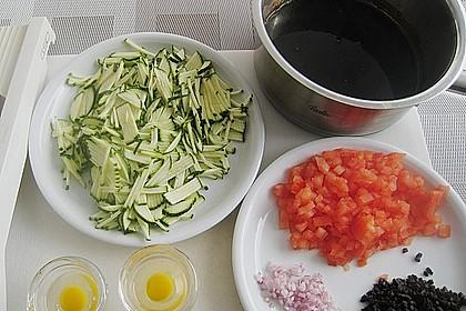 Brustfilets und Spiegeleier von der Wachtel auf Zucchinijulienne 4