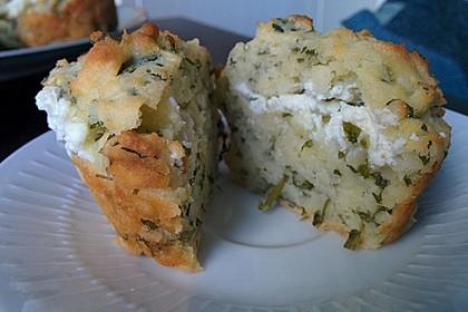 Herzhafte Muffins mit Schafskäse