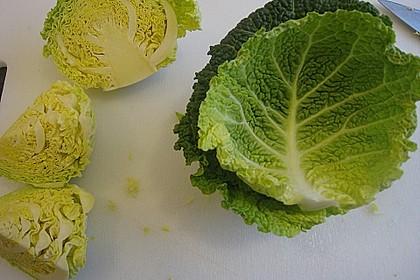 Perlhuhnbrust mit Wirsingbällchen und Möhren in einer Cassissauce 4