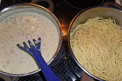 Spaghetti mit Käse - Hackfleisch - Sauce 8