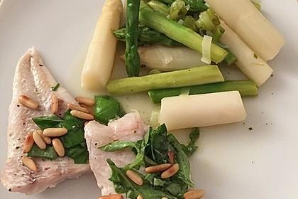 Limandesfilets mit Basilikum und grünem und weißem Spargel 1