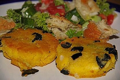 Polentataler mit Parmesan und Oliven 8