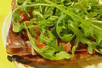 Lauwarme Pizza Parma mit Bruschetta -Tomaten 1