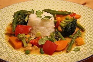 Rotes Thai Curry mit Hähnchen und Gemüse