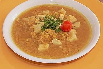 Rote Linsensuppe mit Hühnchen und Curry
