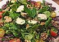 Winterlicher-Salat-mit-Frischkaesebaellchen