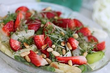 Marinierter Spargel-Erdbeersalat