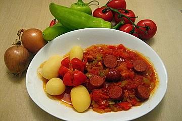 Paprika-Tomaten-Zwiebel-Topf mit Cabanossi (Letscho - Saazer Art)