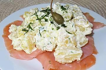 Kartoffelsalat mit Räucherlachs und Sahnemeerrettich