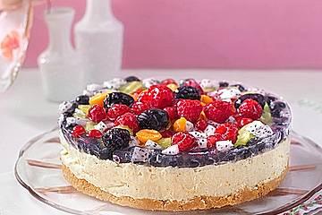 Joghurt-Sahnetorte mit frischen Früchten