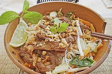 Reisnudelsalat mit Rindfleisch und Zitronengras