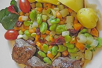 Heidschnuckenmedaillons mit einer Gemüsemischung  und Salzkartoffeln