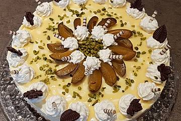Pflaumen - Eierlikörsahne - Torte