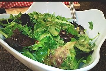 Himbeeressig - Dressing zu Blattsalaten und Käse