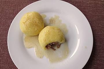 Kartoffelklöße mit Fleischfüllung