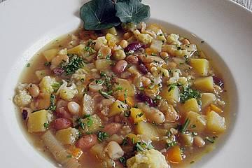 Bauernsuppe aus einem Hülsenfrüchtemix mit Gemüseallerlei