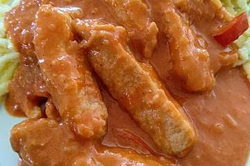 Schweinegeschnetzeltes mit Paprika - Tomatensoße