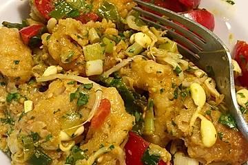 Sommerlicher lauwarmer Calamares Salat