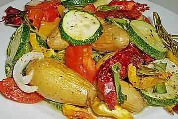 Ofenkartoffeln mit mediterranem Gemüse
