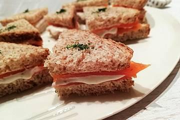 Räucherlachs - Sandwich mit Zitrone und Creme fraiche