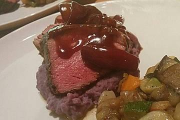 Rinderfiletbraten an karamellisierten Rotwein - Schalotten mit getrüffeltem Kartoffelpüree