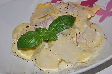 Tortellini in Schinken - Käse - Sahne - Soße