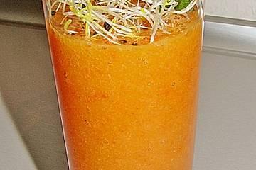 Wachmacher Smoothie aus Kaki, Orange und Tomate