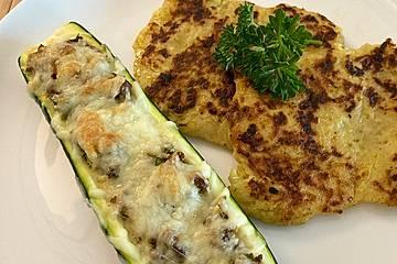 Zucchini - Hackfleisch - Schiffchen mit Kartoffel - Zucchini - Püfferchen und Bechamelsauce