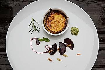 Rosmarin Crème brûlée mit Pflaumenkompott und süßem Pesto