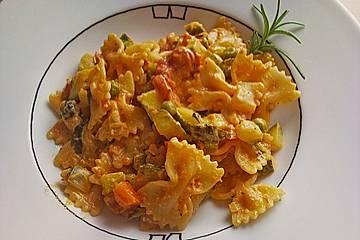 Nudeln mit Zucchini - Schafskäse - Sauce