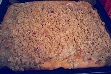 Streuselkuchen mit Erdbeermarmelade